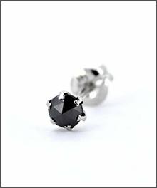 ブラックダイヤモンドピアス/Mサイズ/プラチナ900